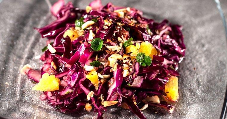 Rotkohlsalat mit Orange und Gundermann