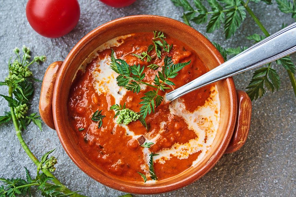 Tomatensuppe mit Wiesenkerbel