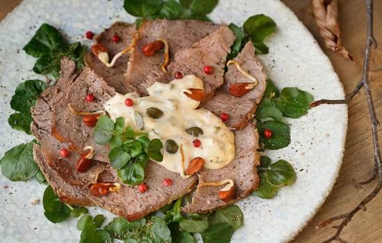 Brunnenkressesalat mit Roastbeef und Buchensprossen