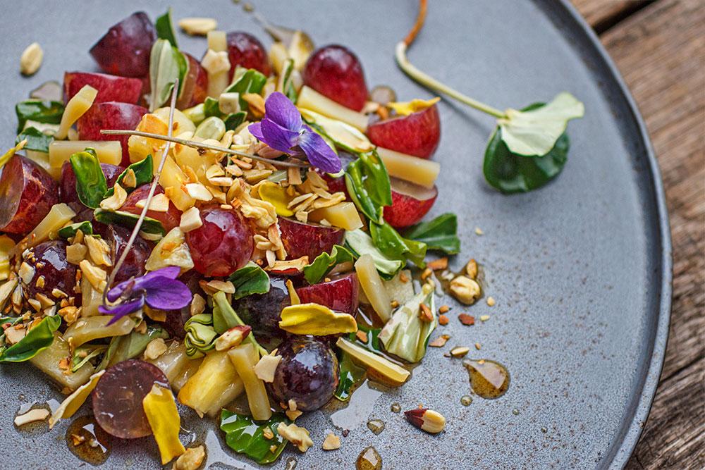 Traubensalat mit Buchensprossen