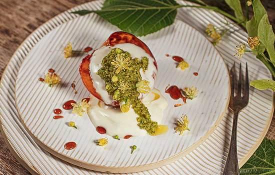 Gebratener Pfirsich mit Lindenblütenpesto