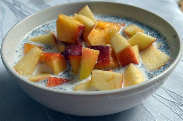 Chiasamen Pudding mit Apfelstücken