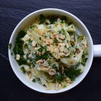 Bandnudeln mit Grünkohl und einer Zitronen-Rahm-Sauce