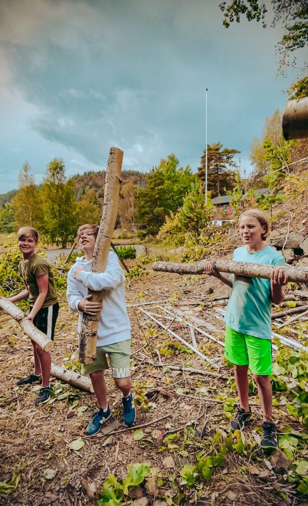 Ungdommene får mestringsfølelse når de deltar på dugnad ved Kulturhuset Vonheim.