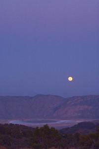 Moonrise against the earths shadow.