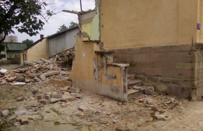 Čačak: Bagerom rušili kuću dok je čovjek bio u njoj