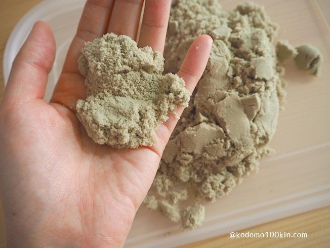 ダイソーお部屋で砂遊び すぐにほぐれる