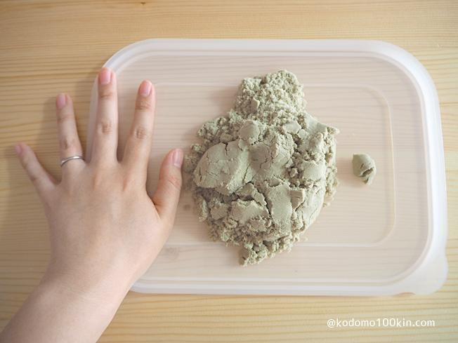 ダイソーお部屋で砂遊び 一箱分分量イメージ