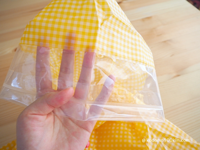 ダイソーで買ったキッズレインコート2種類比較 300円キッズレインコート顔周りのフードが透明