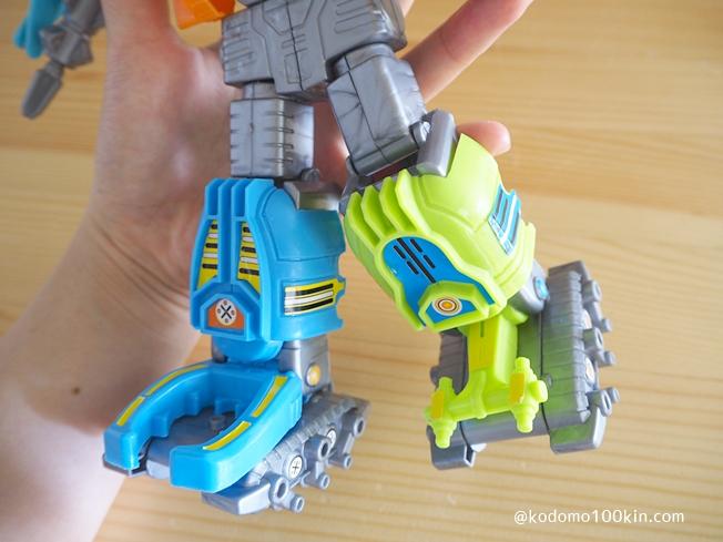ロボットの下半身アップ|5種類の昆虫がロボットに変形合体 バグズロゴファイブ(BUGS ROBOT FIVE)
