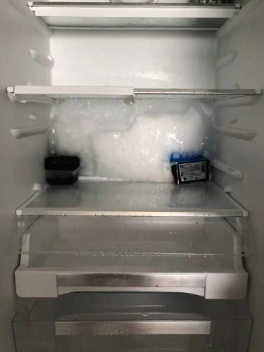 冷蔵庫の氷の壁
