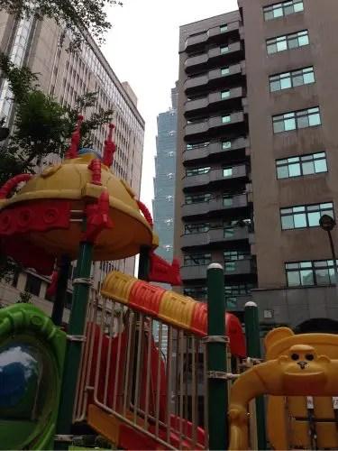 臨江街夜市から台北101へ。公園で遊んで、親子で「四四南村」社会科見学♪