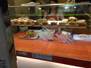 脆皮鮮奶甜甜圈のドーナツ