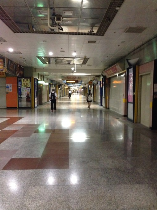 朝の台北地下街