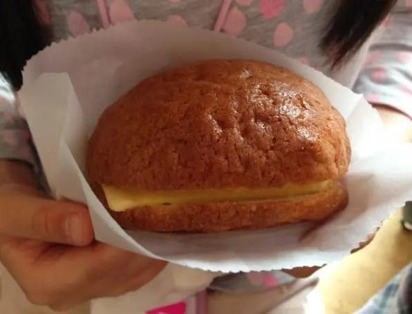 『ぼろパン』バター挟メロンパン
