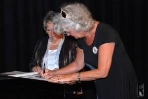 Unterzeichnung Urkunde