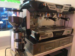 Siebträger Kaffeemaschine und Barista mieten
