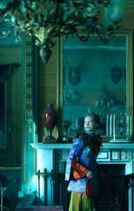 Alice (Mia Wasikowska)