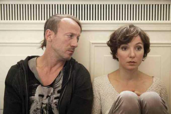 """Happy Burnout"" Riva Film André Erkau - Regie Ngo The Chau - Kamera Fussel (Wotan Wilke Möhring) Merle (Julia Koschitz)"