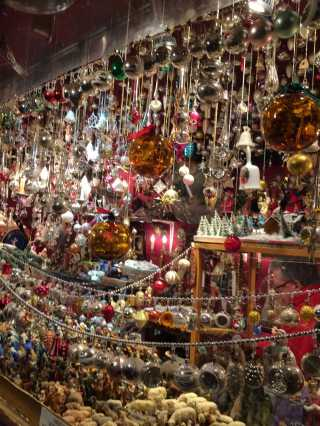stock-photo-christmas-sparkle-glitter-noel-weihnachten-bunt-weihnachtsmarkt-weihnachtszeit-weihnachtsbaumkugel-899a6553-5d75-4c32-865b-0f28f1343cae
