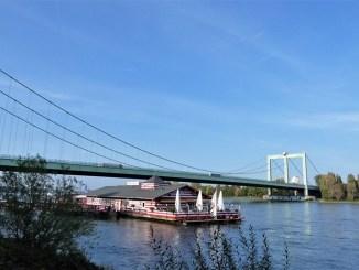 Bootshaus Alte Liebe und Rodenkirchener Brücke