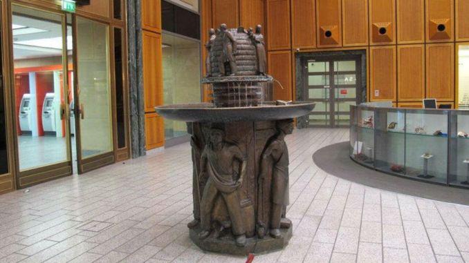 Der Eau de Cologne-Brunnen am Neumarkt