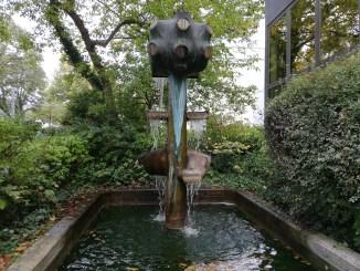 der mittlerweile abgerissene Licht und Wasserbrunnen