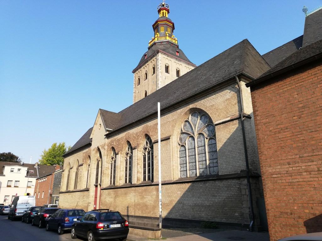 St. Ursula. Die Kirche mit der Krone onenauf