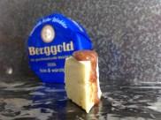 Camembert fein & würzig mit Lustenauer Senf von Blutorangen