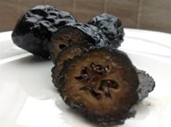 Schwarze Nüsse von Schobel Höchstgenuss