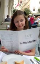 Saskia Lohs im griechischen Restaurant Ellas am Judenplatz in Wien