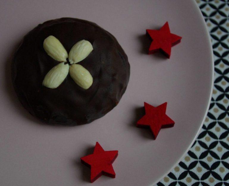 Feiner Elisenlebkuchen mit Schokoladenüberzug