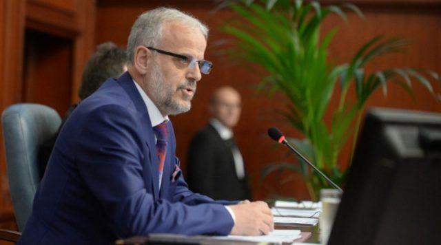 Për herë të parë Xhaferi seancën e Parlamentit e udhëheq në gjuhën shqipe