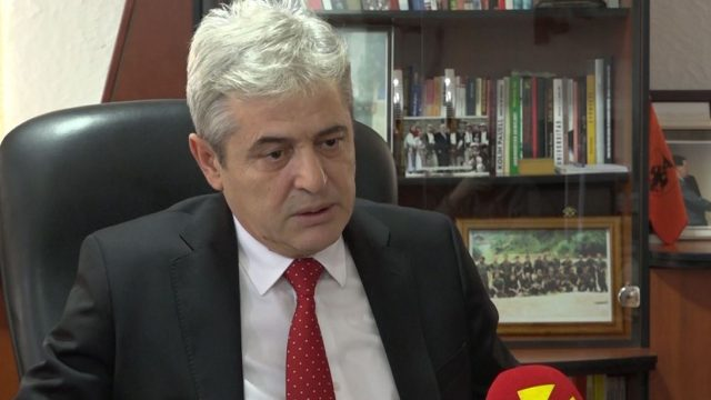 Ahmeti takoi Ambasadorin Britanike Gellovej