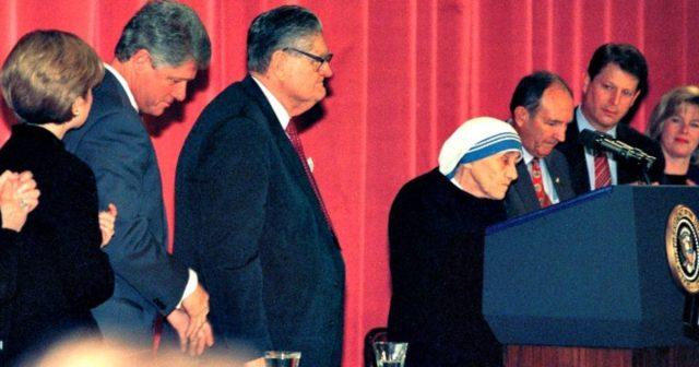 Bill Clinton: Nënë Tereza më bëri ta dua kombin shqiptar