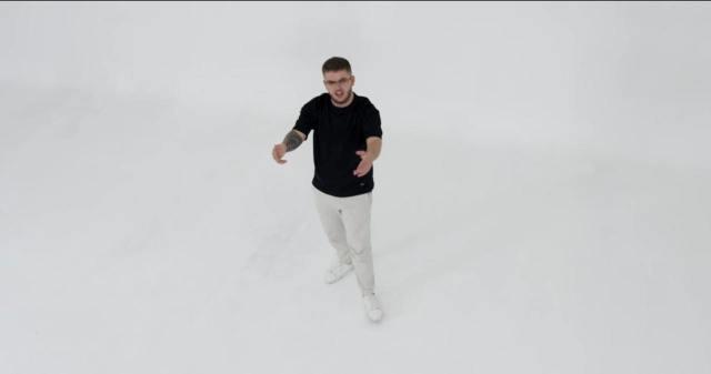Videoklip si të huajt, ja si vjen Enrik