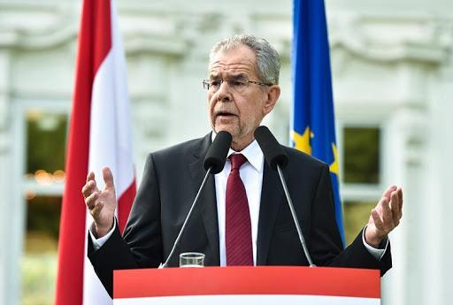 Presidenti i Austrisë u bën thirrje qytetarëve: Festoni Pashkën brenda katër mureve