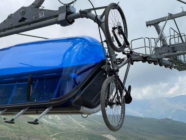 """Drejtori i """"Elem Turs"""" bënë të ditur : Te gjashtëulësja është bërë instalim i mbajtëses për biçikleta"""