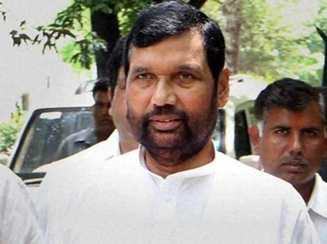 Paswan's greeting card Phoonchane three postal workers suspended