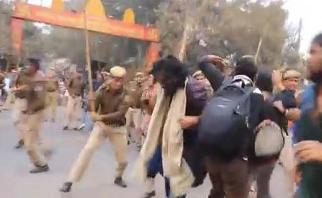 activists-brutally-beaten-by-cops-during-delhi-rally-for-rohith-vemula