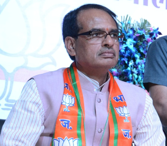 Bhopal: Madhya Pradesh Chief Minister Shivraj Singh Chouhan, Union Finance Minister Arun Jaitley and other during the BJP state working committee meet at party office in Bhopal on April 9, 2015. (Photo: IANS)