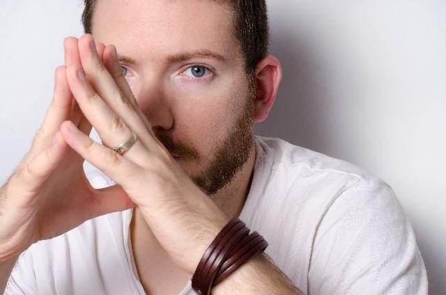 男が左手薬指の指輪を外すときはやっぱり浮気したいとき?