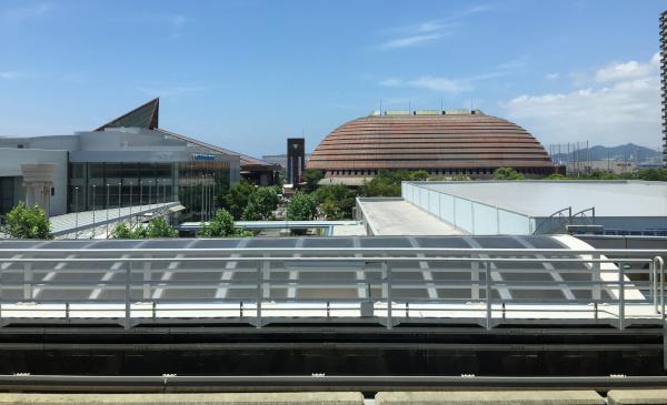 市民広場駅から見えるワールド記念ホール