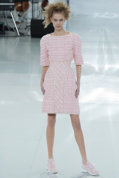 chanel-spring-2014-couture-15_104737423094