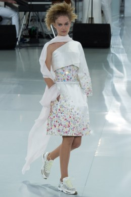 chanel-spring-2014-couture-37_104755398297