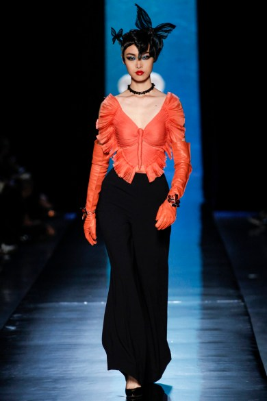 jean-paul-gaultier-spring-2014-couture-runway-17_122017392923