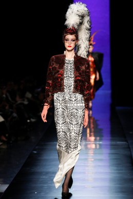 jean-paul-gaultier-spring-2014-couture-runway-31_122029518260