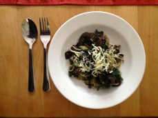 Spaghetti with mushrooms and fresh spinach
