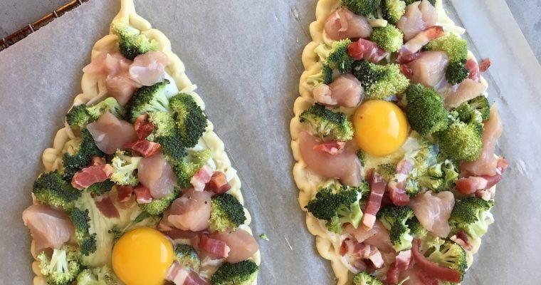 Pizzette met kip, spek en broccoli
