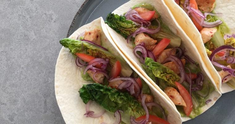 Wraps met gegrilde sla, kip en guacamole